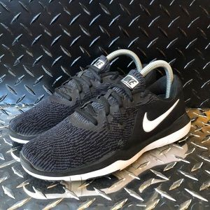 Nike SUPREME TR6